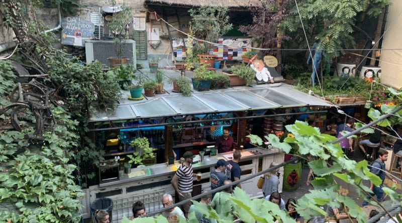 Cruin pub szimpla kert