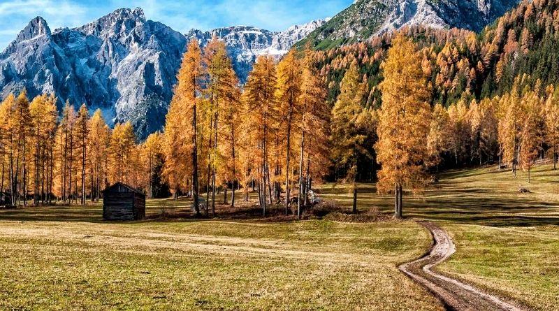 escursioni sulle dolomiti in autunno